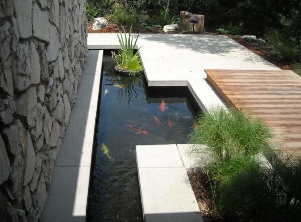 Kolam ikan minimalis berbahan beton